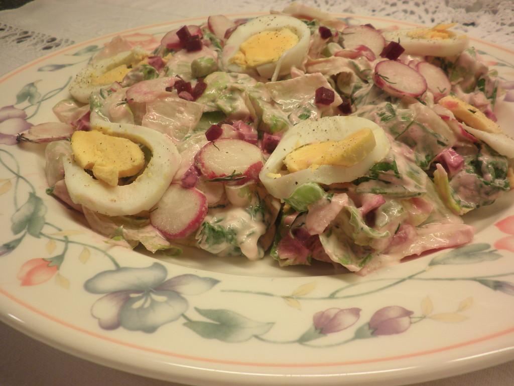 Σαλάτα-με-μαρούλι-ρεπανάκια-και-παντζάρι