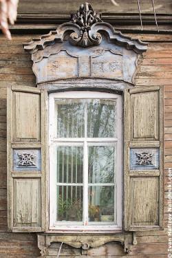 Ρωσικό-σκαλιστό-παράθυρο-στο-Ιρκούτσκ-2