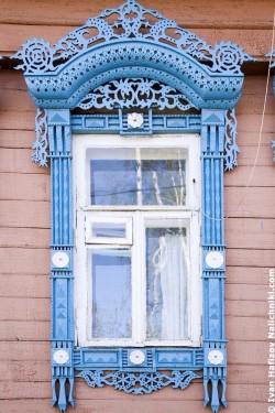 Ρωσικό-σκαλιστό-παράθυρο-στο-Καβρόφ