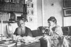 Η Σοφία και ο Λέων Τολστόι εν ώρα εργασίας.