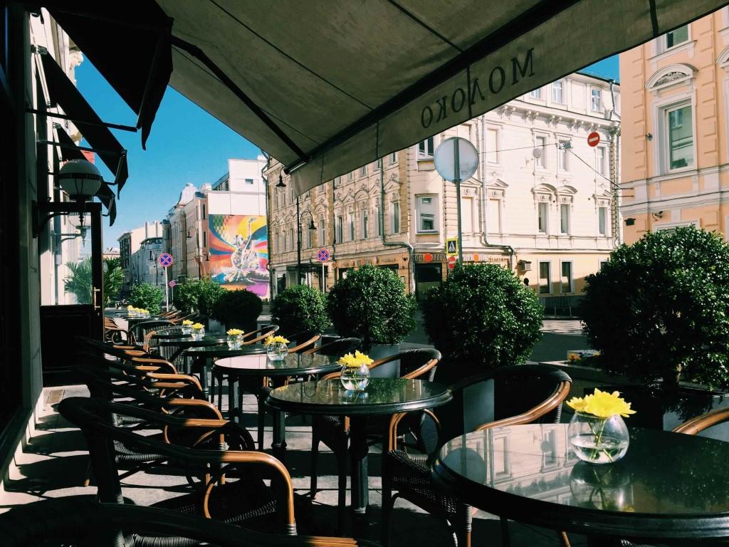 """Καλοκαίρι στην Μόσχα στο Καφέ """"Γάλα"""""""