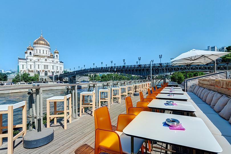 Καλοκαίρι στην Μόσχα : Μπαρ-ρέστοραντ Στριέλκα (Βέλος).