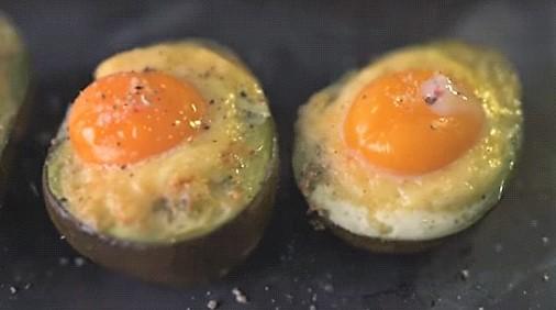 Αβοκάντο με αυγά και τυρί